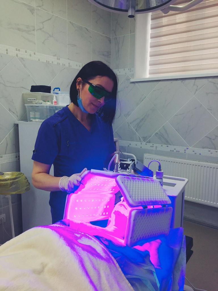 процедура фотодинамической терапии на аппарате HELEO4